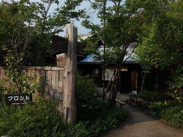 宿のアプローチ。_平山温泉