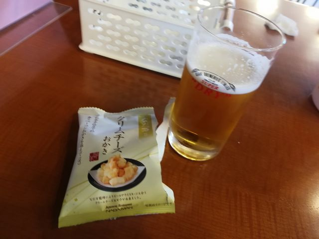 やはり楽しみなのは試飲タイム。ビールはもちろん、おつまみが美味しかった。売店でも購入出来ます。_アサヒビール 名古屋工場