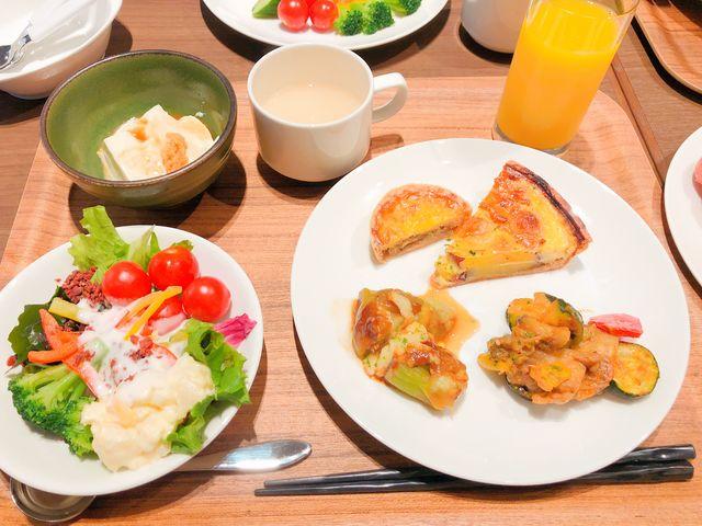 左上の手作り豆腐も美味しかったです。 右の大きめ?のお皿の上2つがお気に入りのキッシュです_ベストウェスタンプラスホテルフィーノ大阪北浜 レストランフィーノ