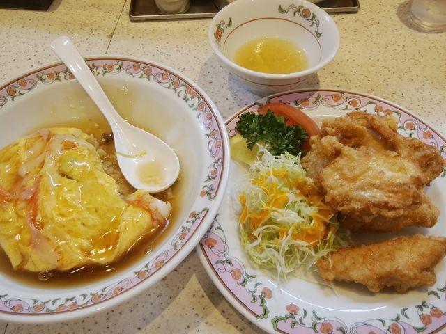 なんとも豪勢なお昼ご飯です。「天津炒飯」と「鶏の唐揚」です。_餃子の王将 新小岩ルミエール店