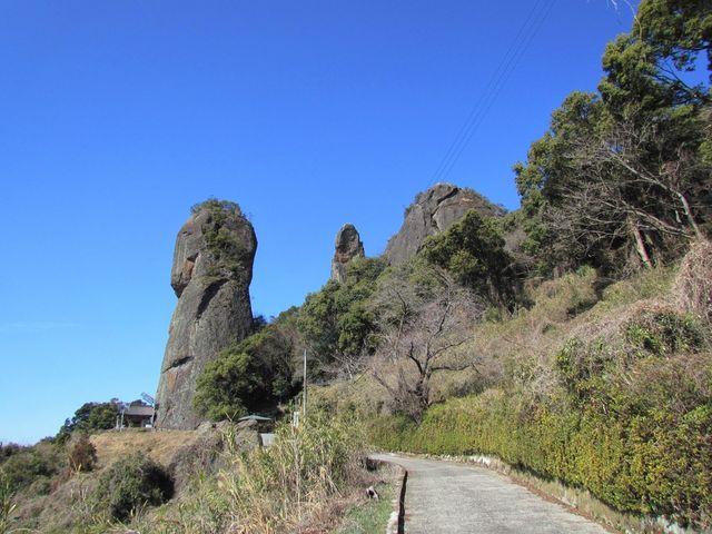 行く道中から撮りました。_不動岩