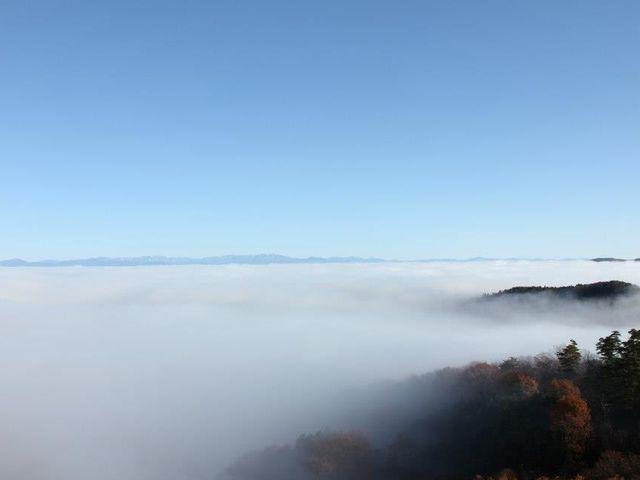東の空から明るくなっていく_天空の小部屋~季節のハーブティーと雲海付き~