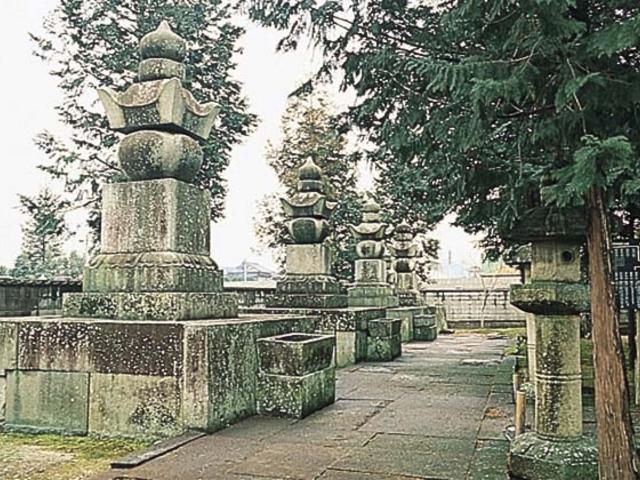 大名墓(東海山本源寺)