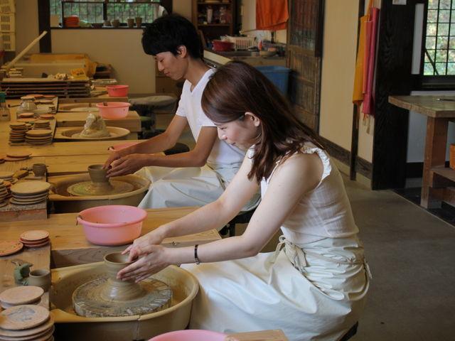 ろくろまわしの体験_加賀 伝統工芸村 ゆのくにの森