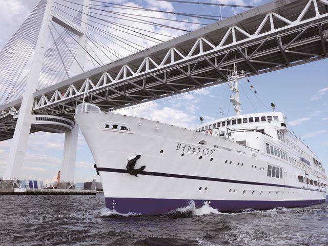 横浜港を周遊するエンターテイメントレストラン船_ロイヤルウイング
