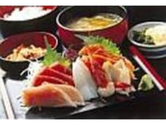 旬の魚介の刺身は新鮮さとボリュームが売り_お食事処 大漁横丁