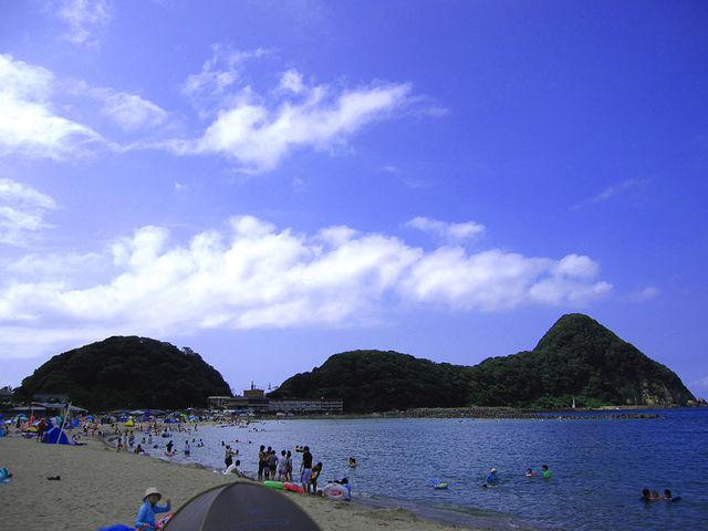 キューピーちゃんが寝転がっているみたいだと言われてる、猫崎半島。_竹野海岸