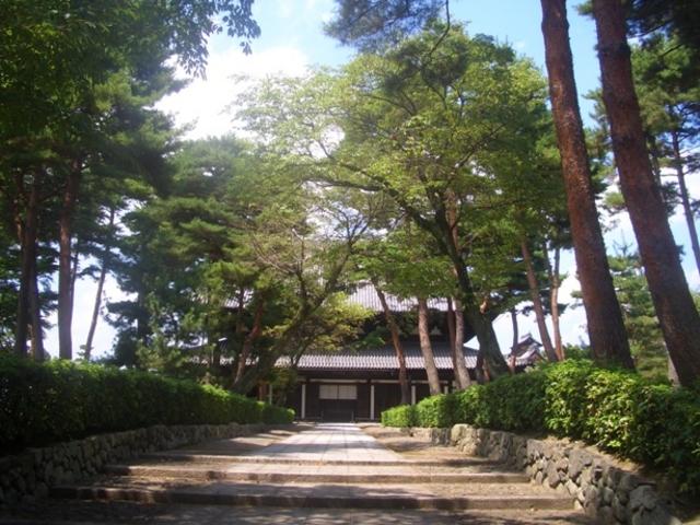 相国寺法堂。なんだか時代劇に出てきそうな風景です。_相国寺