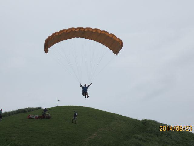 丘の斜面を走って、飛び出したところ_阿蘇ネイチャーランド