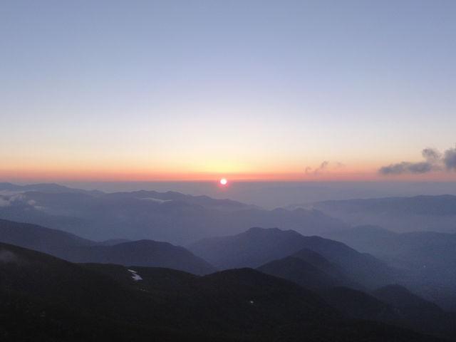 富士見岳よりご来光を望む。_畳平