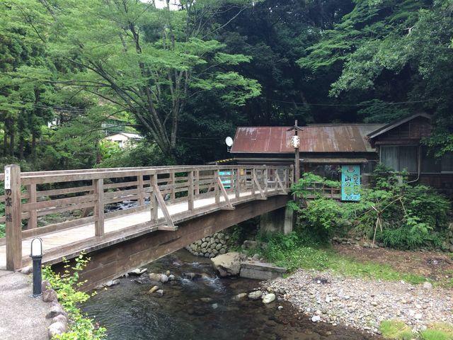 清流沿いにある小さな露天風呂_大沢温泉