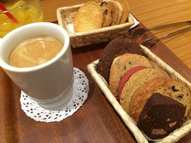 いろんなクッキーいろいろ食べれるので プレゼント前に味を確かめれますよっ_名古屋パルコ