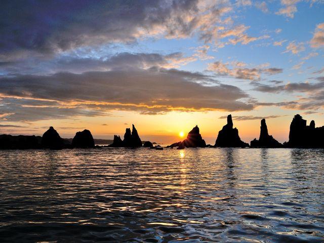 橋杭岩からの朝陽。_橋杭岩