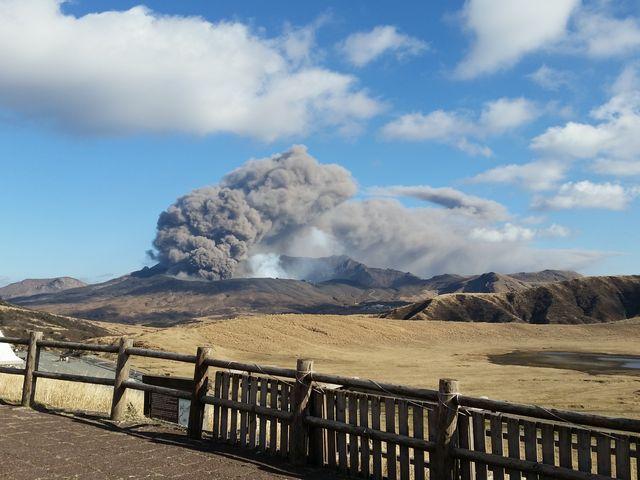 たまたま噴火がみれました_草千里展望所