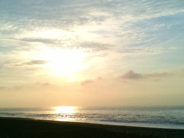 三保の松原の朝陽。天女が舞い降りて来た時代も綺麗だったんだろうなぁ。_三保松原