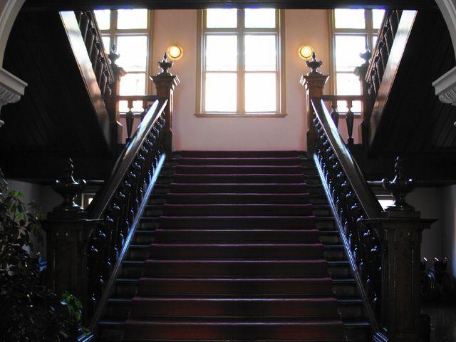 正面玄関を入ると見える階段_文翔館(山形県郷土館)