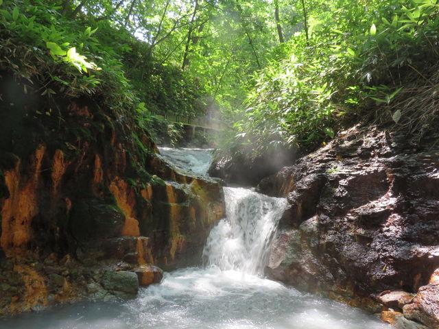 足湯をしながら、森林浴_登別温泉