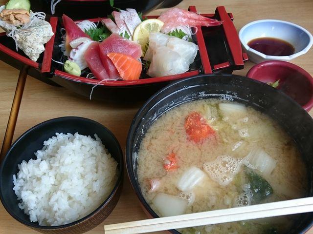 寺泊中央水産まるなか   の舟盛り定食2160円_魚の市場通り