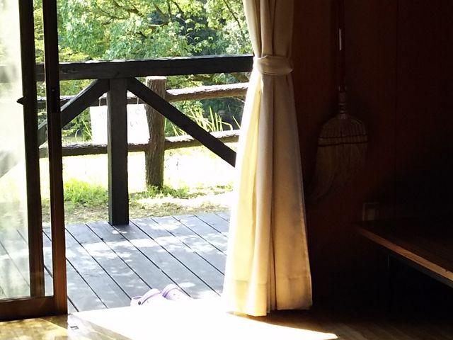 リビング、ウッドデッキ_とうごう五色親水公園キャンプ場