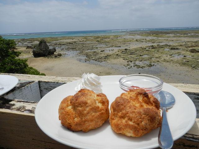 暑いですけどね_浜辺の茶屋