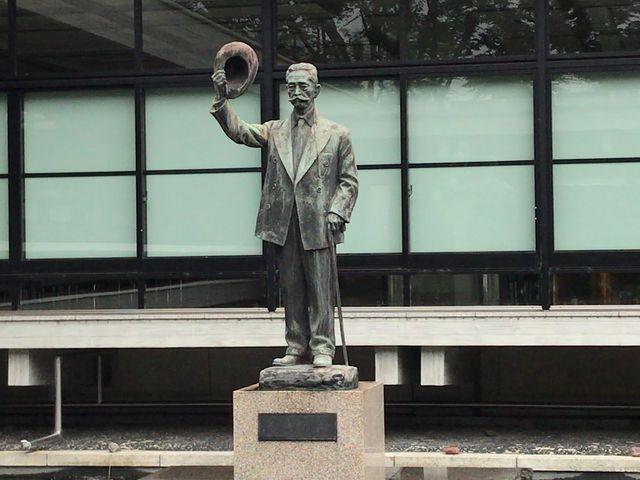 「憲政の神様」「議会政治の父」と呼ばれている尾崎行雄の銅像_衆議院憲政記念館