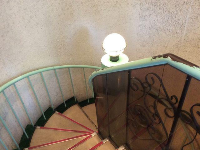 お店へ入る螺旋階段です。_味の時計台 駅前通店