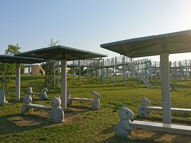 アスレチックや宿泊のできるコテージなどがあります。_月見ヶ丘海浜公園