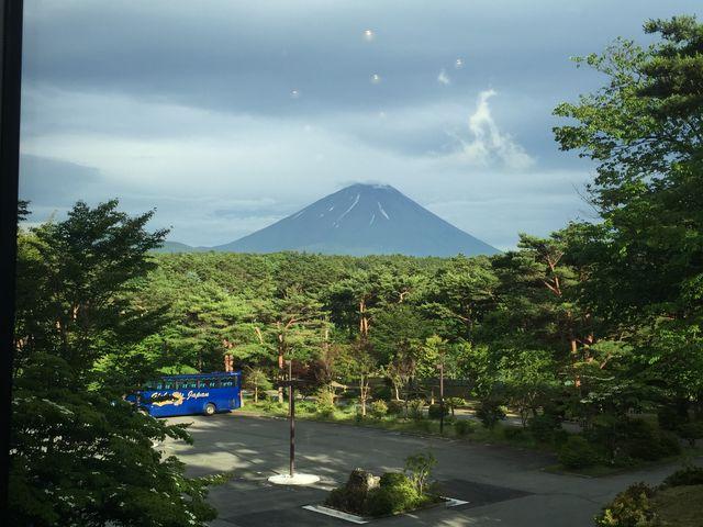 本栖びゅーほてるから富士山_本栖湖キャンプ場
