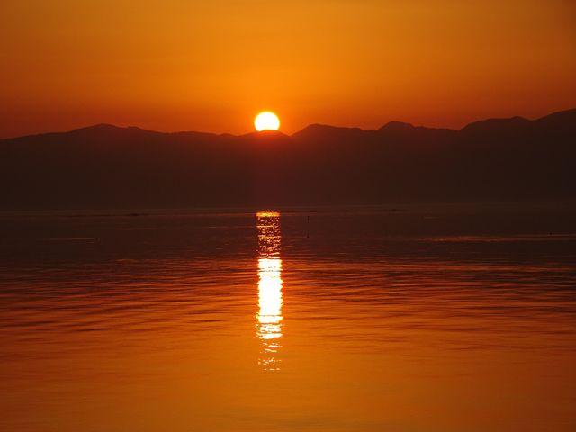 1本のろうそくのような陽の光_琵琶湖