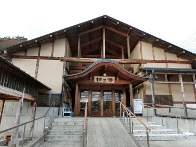 観光案内所前にある共同浴場・神の湯_蔵王町観光案内所