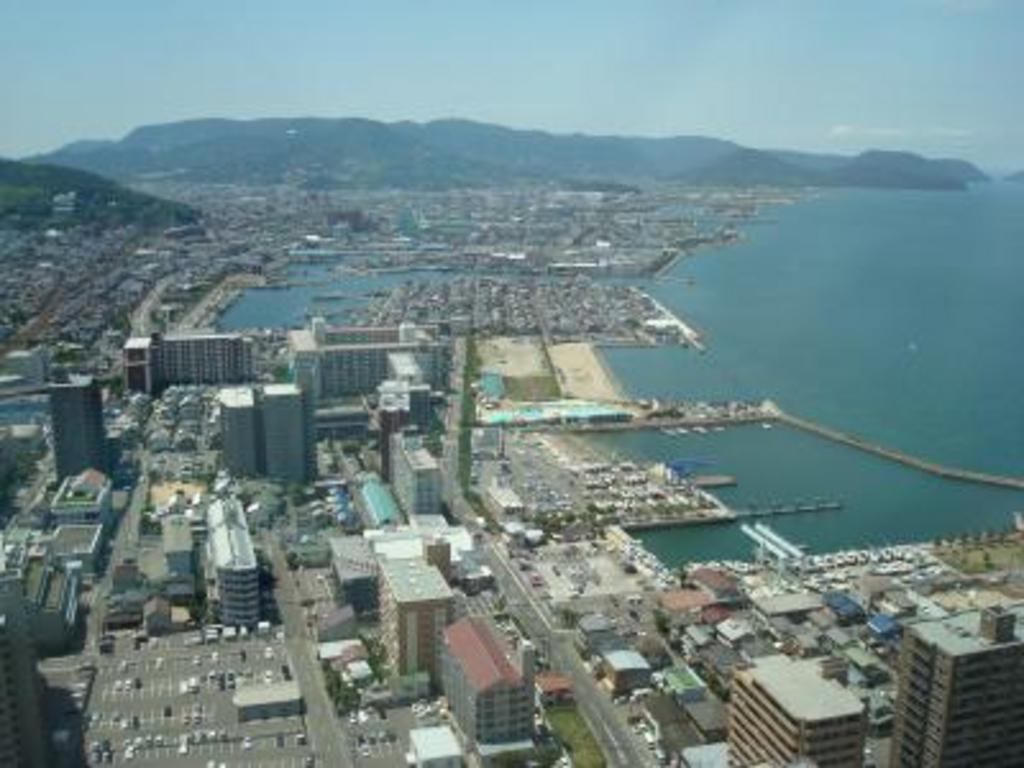 高松 サン ポート