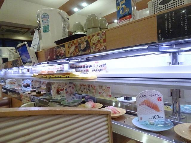 いっぱい載せた列車は、うちのテーブルを通過(笑)_かっぱ寿司 垂水舞子店