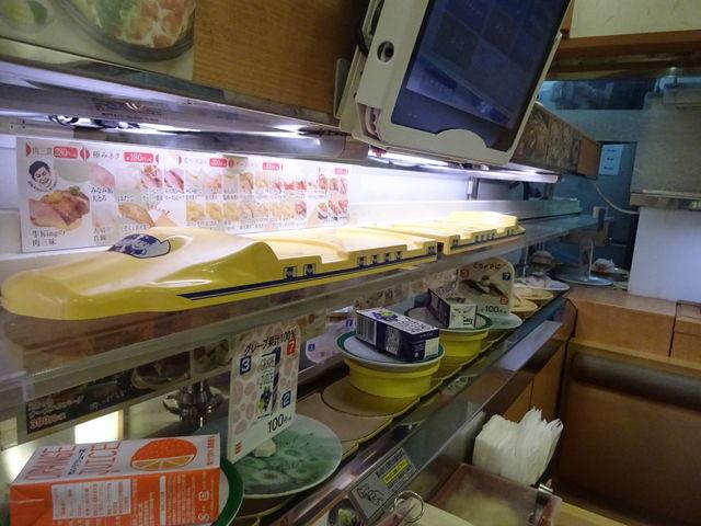 役目を終えた特急が帰ります_かっぱ寿司 垂水舞子店