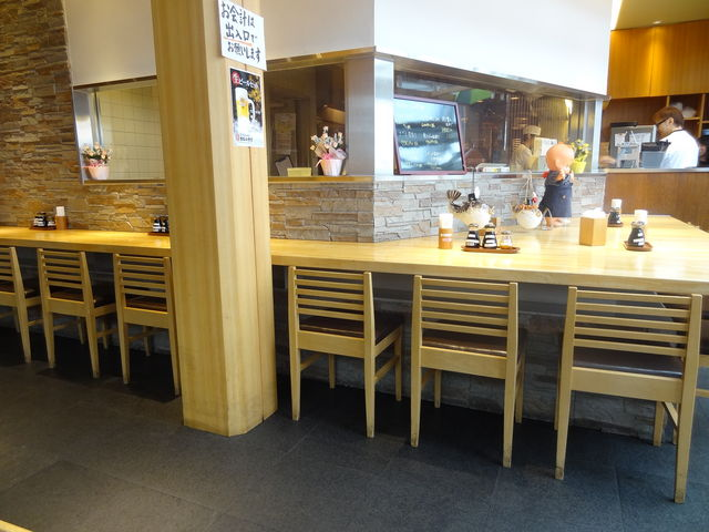 カウンター席_まるは食堂 中部国際空港店