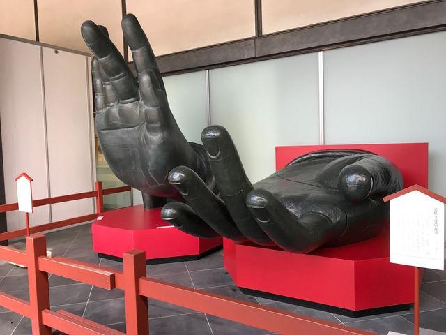 大仏さまの両手(実物大)_東大寺ミュージアム