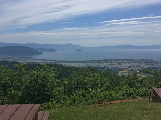 竹生島をのぞむ絶景です!_箱館山スキー場