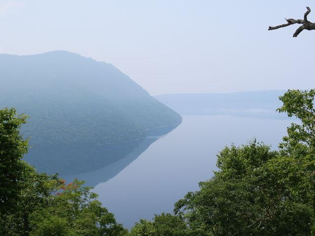 お昼は、幻想的な湖面_裏摩周展望台