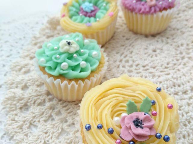 バタークリームカップケーキレッスン。予めカップケーキはこちらで準備させていただきます。_SUGAR ART NIINA