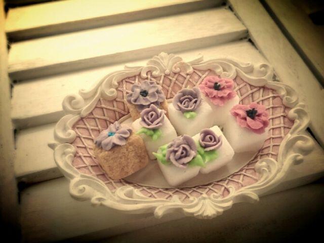 シュガーキューブ(角砂糖の上にお花をロイヤルアイシングで絞っていきます。_SUGAR ART NIINA