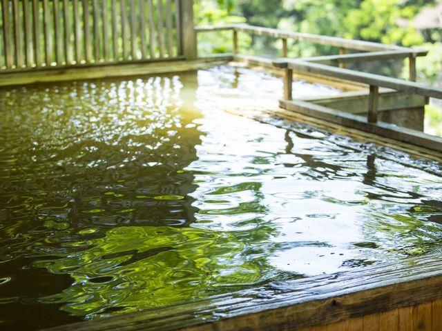露天風呂「落ち葉の湯」で景色と自然を楽しみ温泉を堪能!_湯の風HAZU