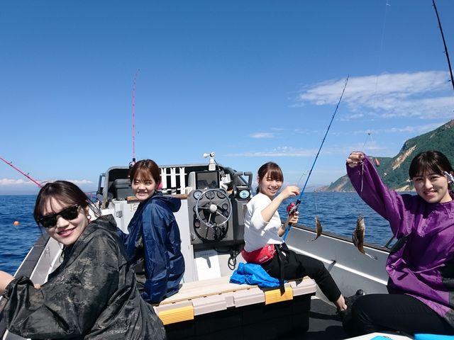 カレイが釣れました。_小樽 青の洞窟 釣り体験付きクルーズ