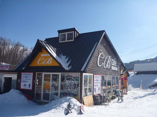 ファミリーゲレンデ前、ひさ家直営CBレンタル。_ハチ北スキー場 CBレンタル