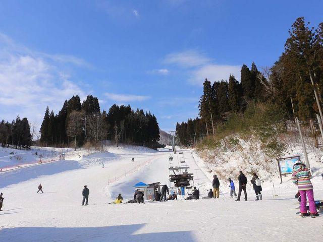 CBレンタル目の前が、ファミリーゲレンデです。_ハチ北スキー場 CBレンタル