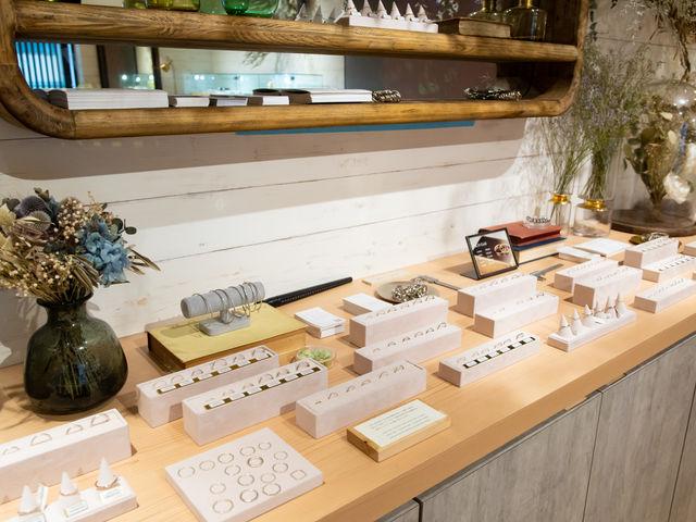 可愛い店内で指輪を選ぶ時間も特別なものに_aisorashi-アイソラシ-東山店