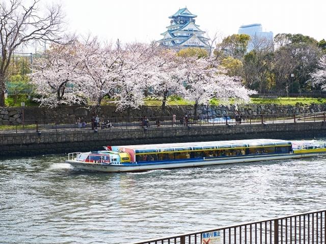 アクアライナー2 号と大阪城天守閣_大阪水上バス「アクアライナー」