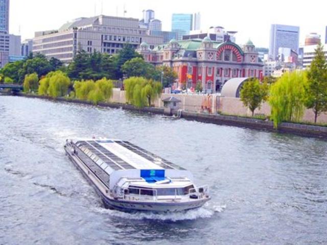 アクアライナーと中央公会堂_大阪水上バス「アクアライナー」