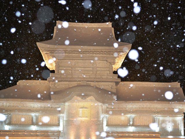 雪の夜の 春日大社中門_大通公園