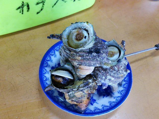 これで、500円です。_波戸岬サザエのつぼ焼き売店