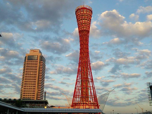 夕暮れ間近の神戸タワー_メリケンパーク・ハーバーランド