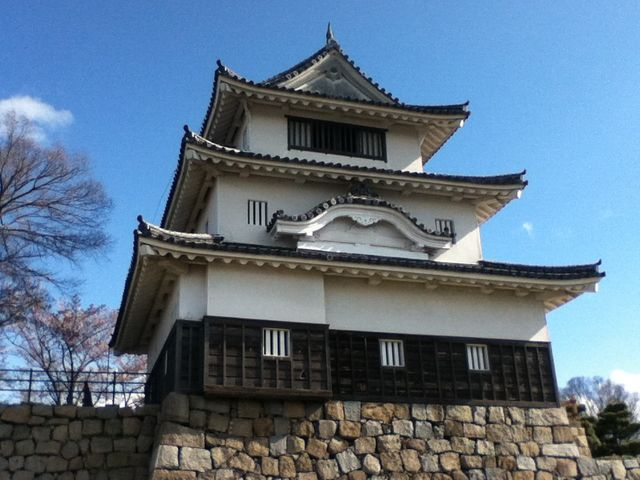 丸亀城は讃岐国、現在の香川県丸亀市にあった日本の城である。別名、亀山城、蓬莱城ともいう。_丸亀城